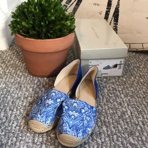 Marc Fisher brand new blue & white espadrille flat